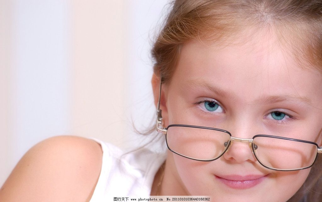 漂亮女孩 女孩 小女孩 可爱女孩 女孩子 时尚女孩 青春女孩 可爱的小女孩 外国小女孩 清纯女孩 漂亮 小孩子 小孩 儿童 国外小孩 儿童摄影 儿童写真 外国小孩 高清写真 女孩写真 外国女孩 外国儿童 外国小朋友 女孩摄影 面部 脸 面部特写 面部写真 脸部特写 脸部写真 眼睛 眼神 大眼睛 戴眼镜 近视镜 近视眼 戴近视眼镜 戴近视镜 高清女孩写真 儿童幼儿 人物图库 摄影 300DPI JPG