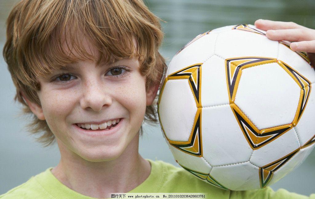 人物图库 人物摄影  小男孩 快乐儿童 足球 微笑 笑脸 外国小孩 国外