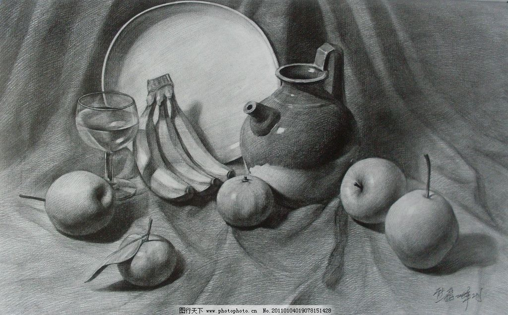 素描作品      学生作品 高考素描 线描 线条 桌布 布 陶罐 水果 苹果