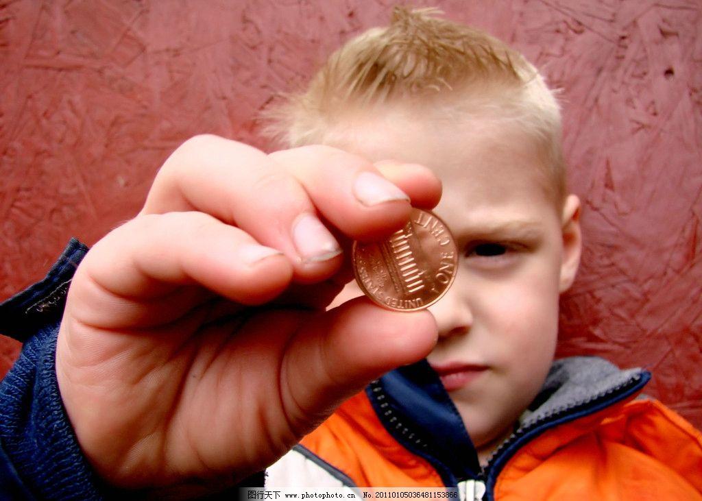 拿金币的儿童 国外 可爱 写真 男孩 儿童幼儿 摄影
