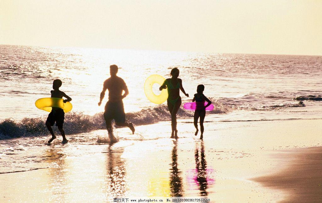 玩耍 家庭 全家 幸福 父亲 母亲 男人 女人 孩子 儿童 小女孩 小男孩