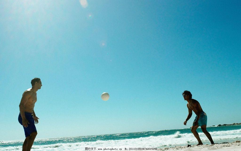 海边玩耍的男人图片_男性男人_人物图库_图行天下图库