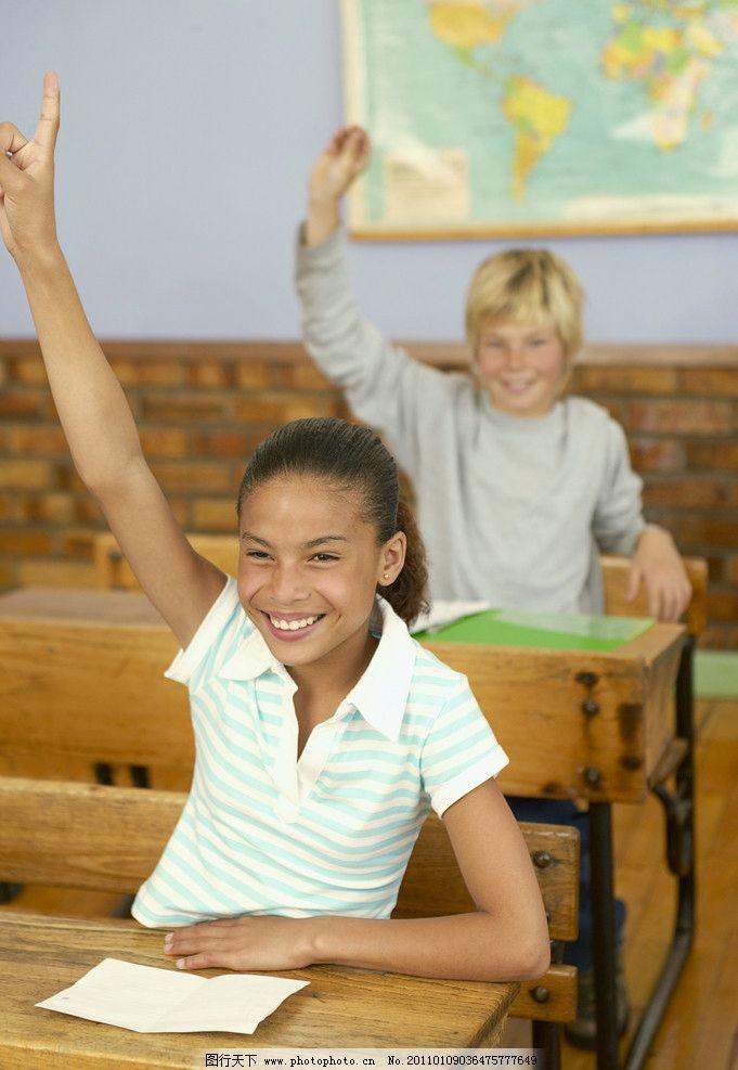 上课举手的小学生 小学生 孩子 儿童 可爱孩子 举手 小学生主题 儿童