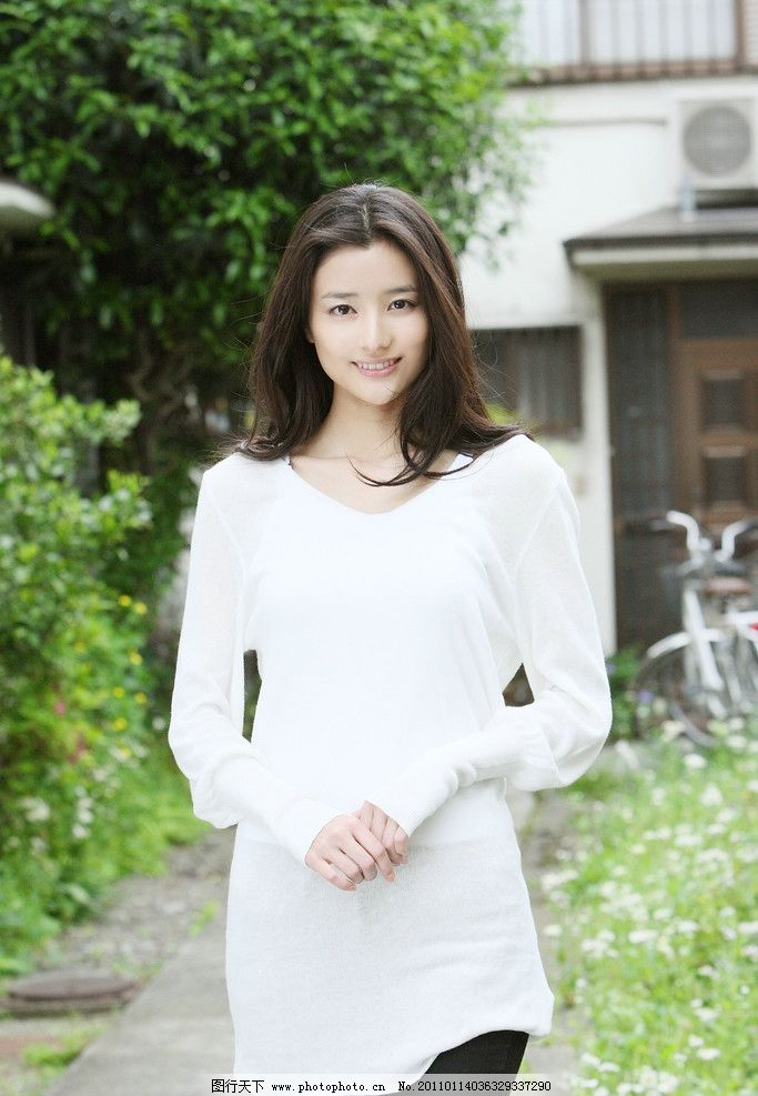 长发美女 演员 明星 大眼睛 气质 白衣 牛仔裤 牛仔美女 原田夏希