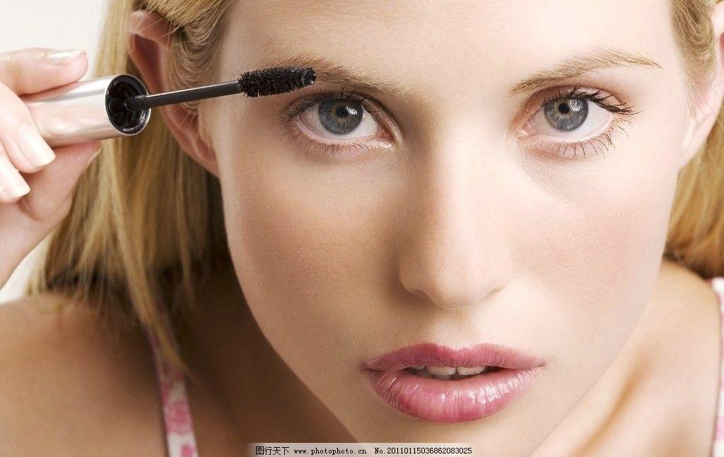 美容眼睫毛的美女图片
