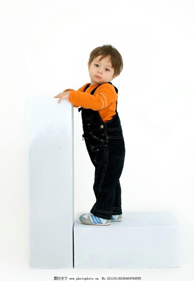 可爱小男孩 阳光男孩 国外 儿童 站立 帅气 人物图库 儿童幼儿