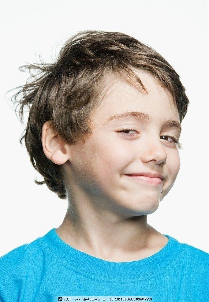 调皮男孩表情图片