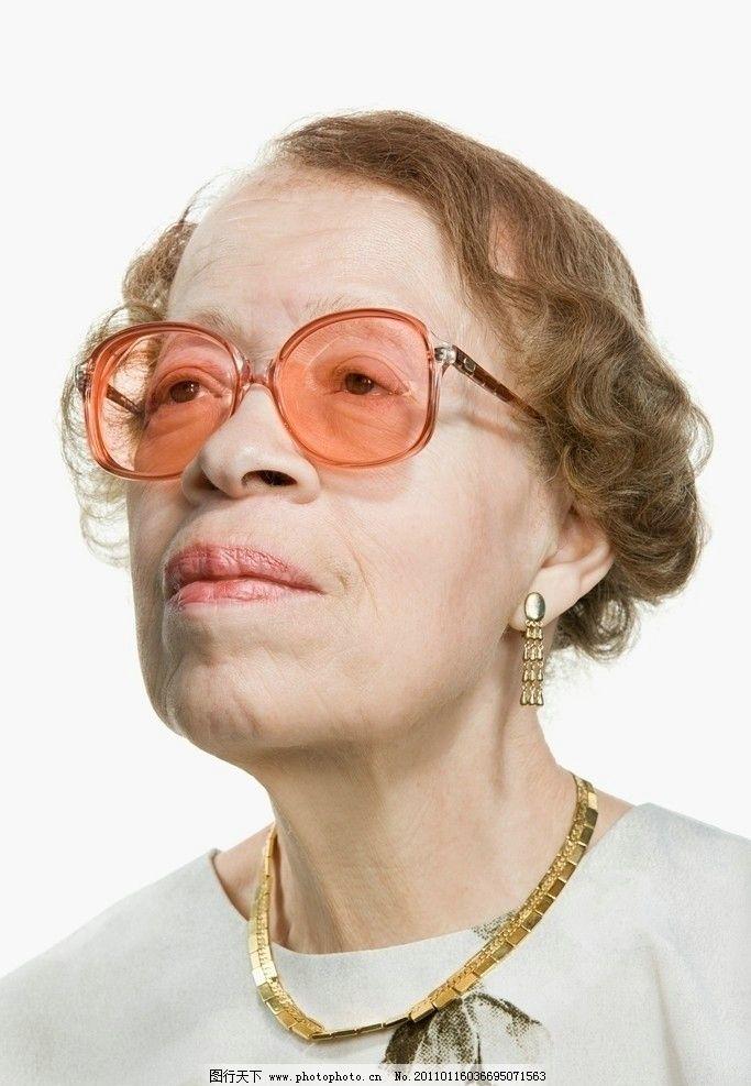 凝神观看的老妇人 表情 人物表情 女士表情 女人表情 老年人表情