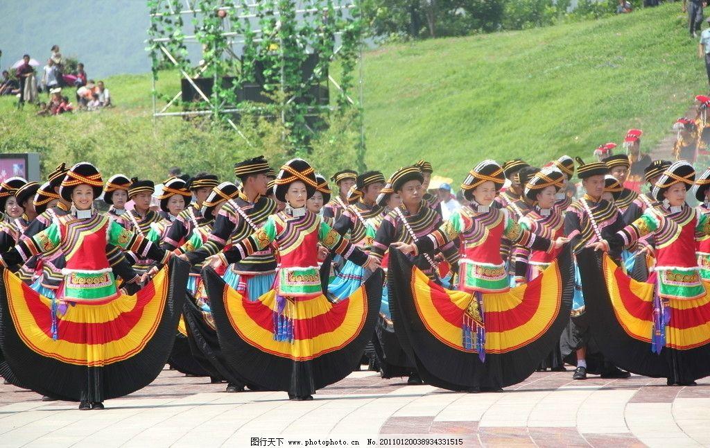 彝族摸扔节现场视频_彝族舞蹈 服装 饰品 火把节 摄影
