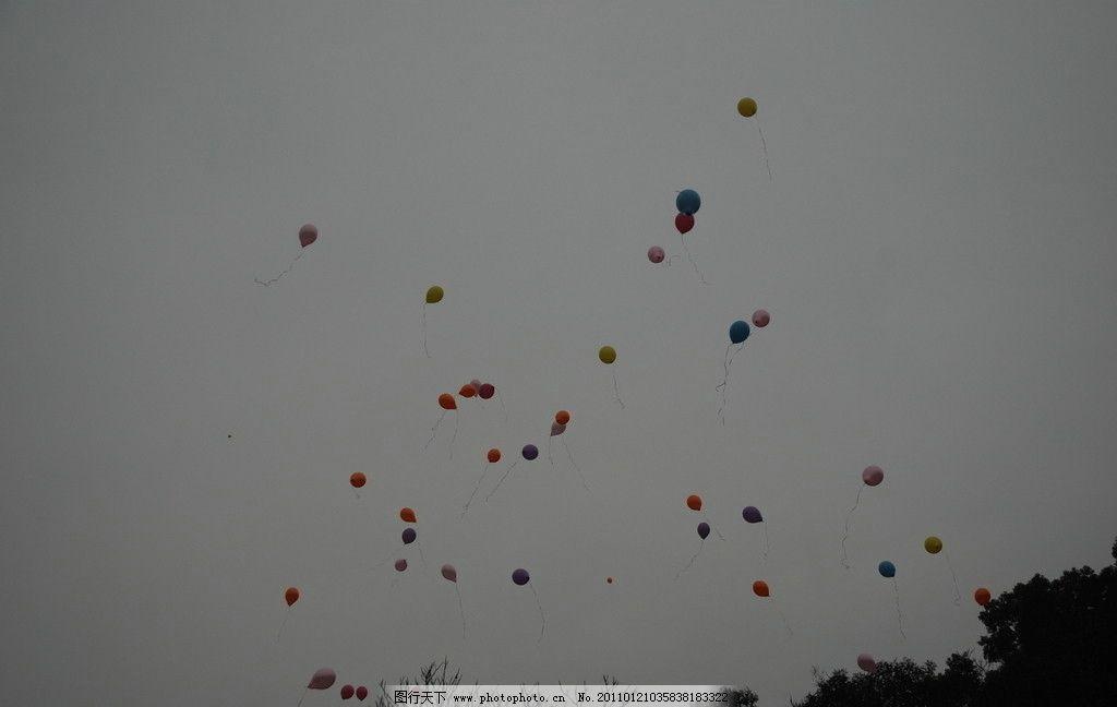 放飞 五彩气球 气球 节日 节日庆祝 飞舞的气球 摄影 文化艺术 300dpi