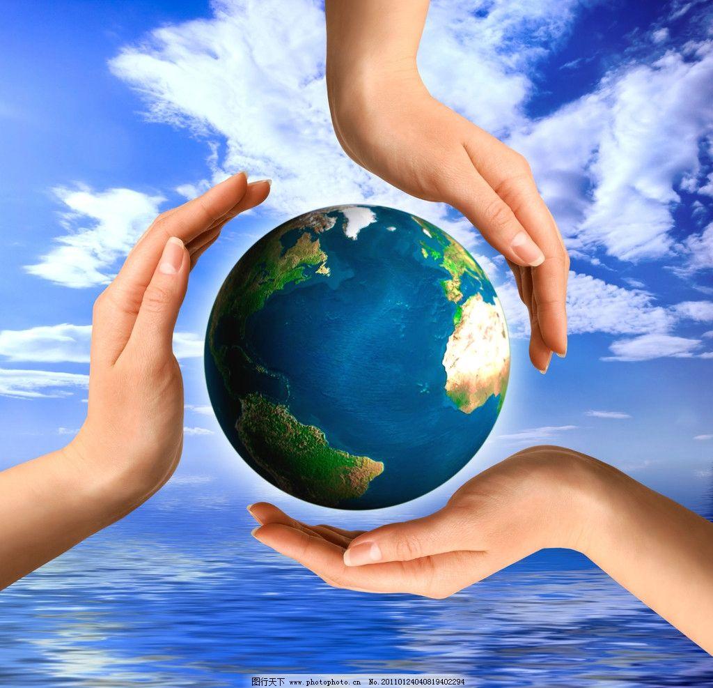 保护地球的手 地球 生态 环保 保护 蓝天 白云 海洋 海水 设计人物