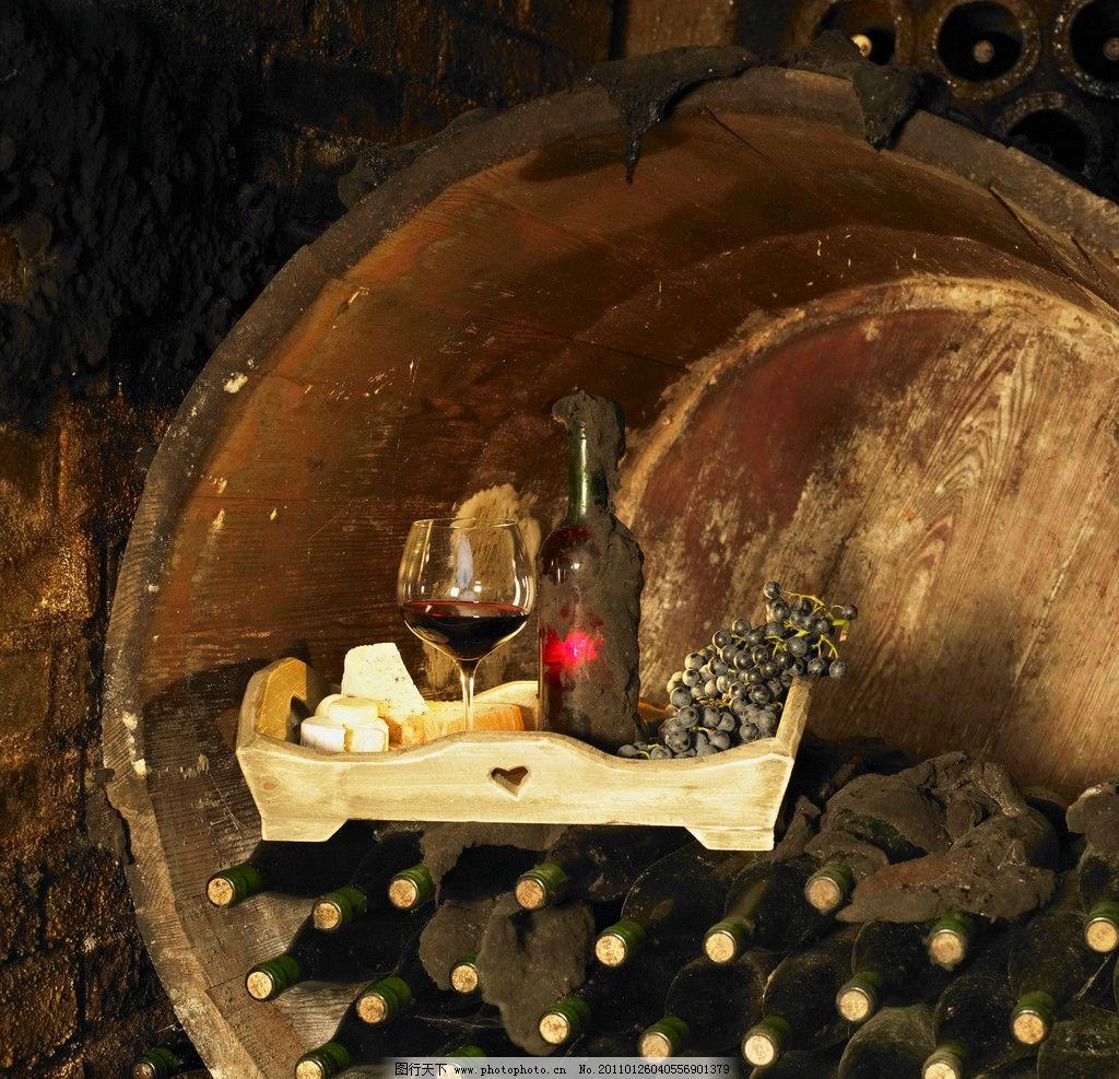 怀旧酒桶葡萄酒 葡萄酒 葡萄 红酒 酒桶 酒杯 酒瓶 怀旧 泥土 饮料