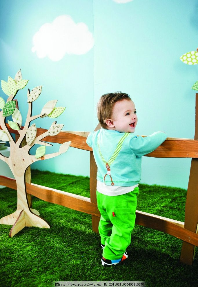 小女孩海报 海报 儿童 童装 明星宝宝 可爱宝宝 阿卡邦 儿童幼儿 人物