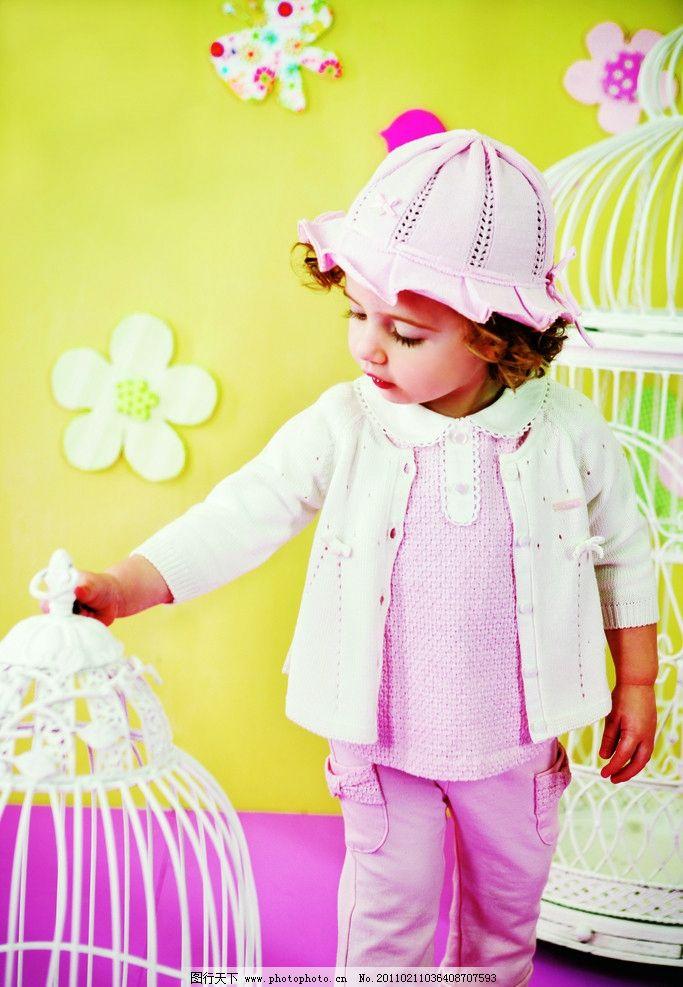小女孩 海报 儿童 童装 明星宝宝 可爱宝宝 阿卡邦 儿童幼儿 人物图库