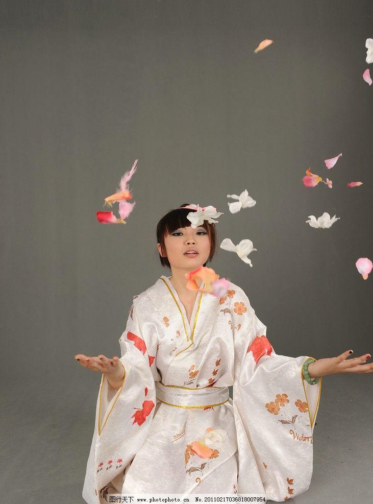 古典美女 落花 跪下 和服 日本服饰 古代女子 女人 美女 裙子 写真