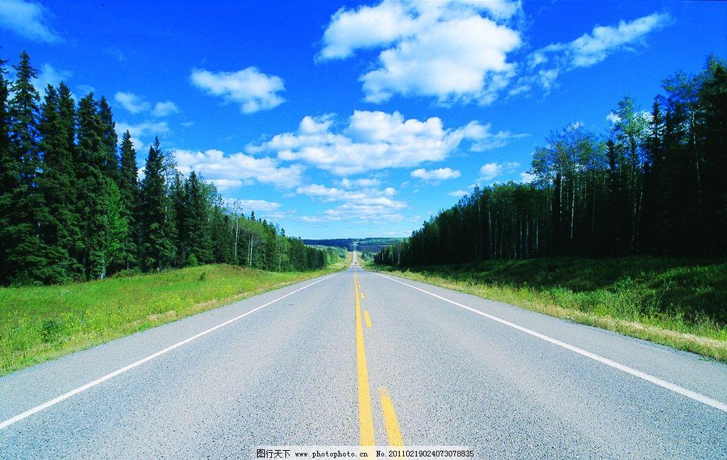 蓝天高速 蓝天 白云 绿树 高速路 天路相接 自然风光 自然景观 设计