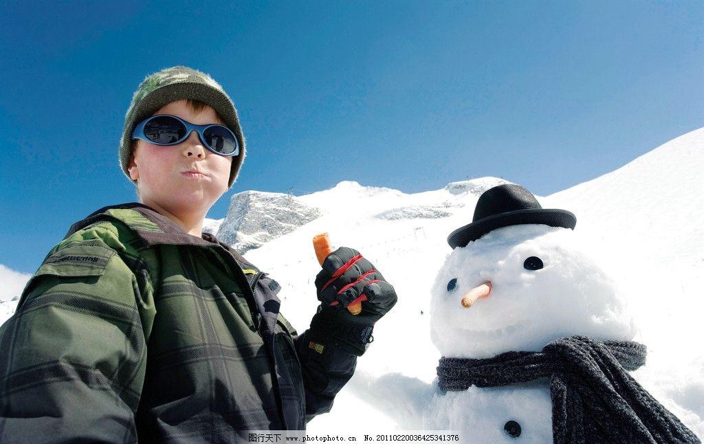 小男孩 雪人 雪山 阳光 雪景 儿童 风景 儿童幼儿高清图片 人物图库