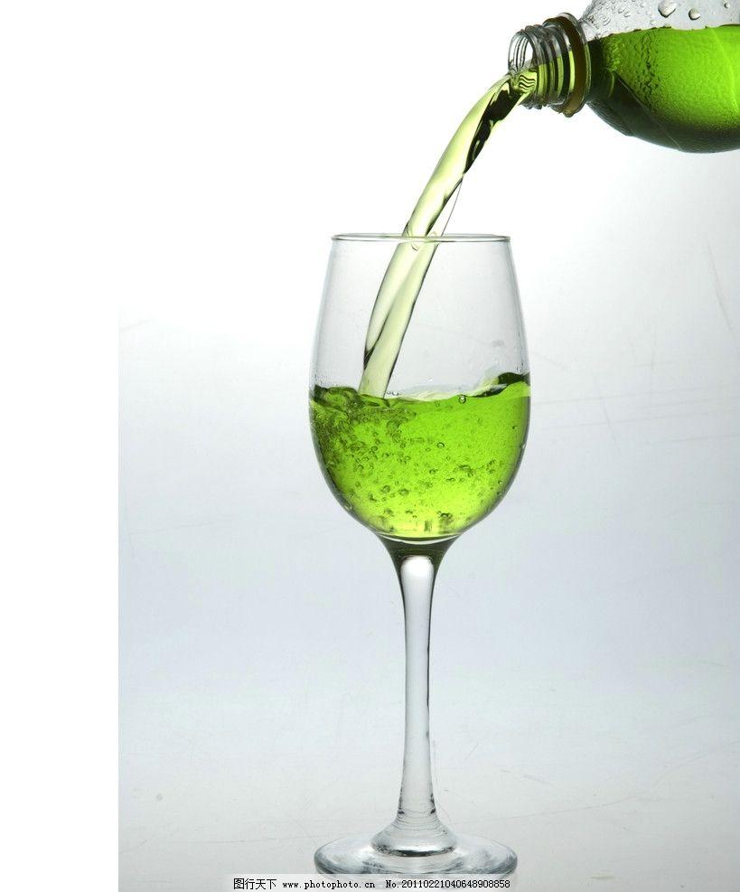 酒杯 饮料 玻璃 黑白 灰色 透明 影棚 摄影 果汁 艺术玻璃 餐具厨具
