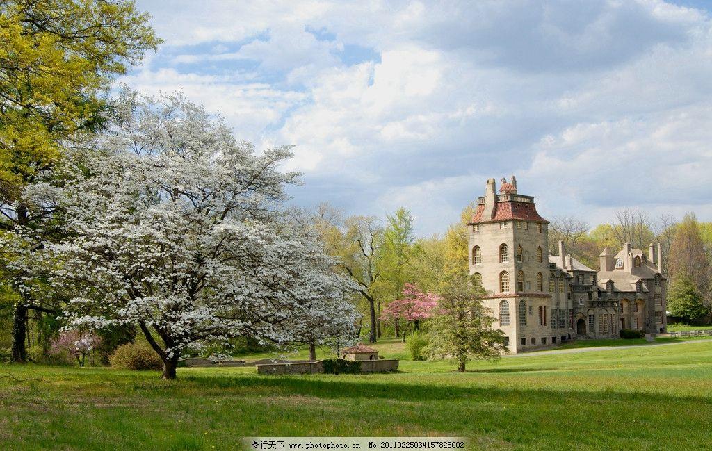 城堡 別墅 風景 櫻花 仙境 唯美 草地 天空 樹木 大自然 藍天白云