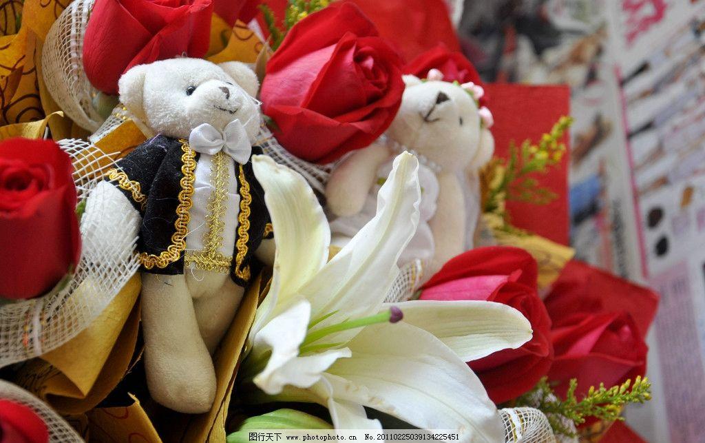情人节的礼物可爱熊和玫瑰花图片