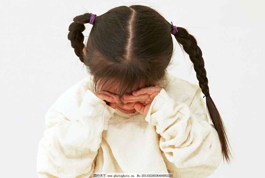 哭泣的小女孩圖片