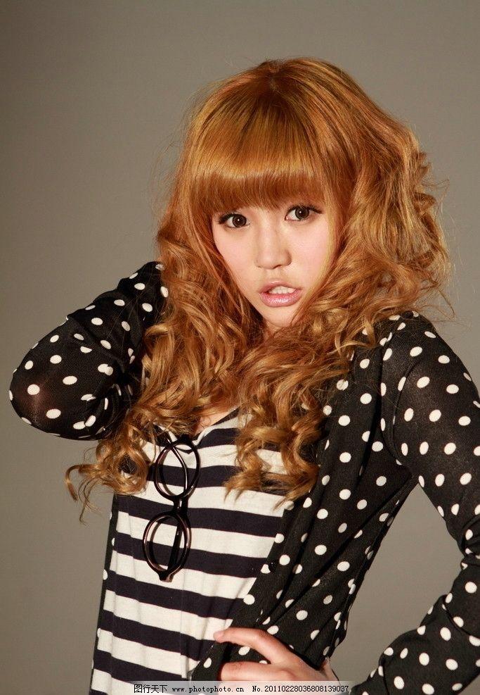 黄发女孩 夏天美女 卷发 短袖 可爱 清纯 青春 学生妹 休闲时尚女孩