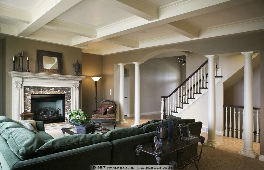 房间 客厅 欧式建筑 沙发 火炉 楼体 天花板 欧式风格 大气