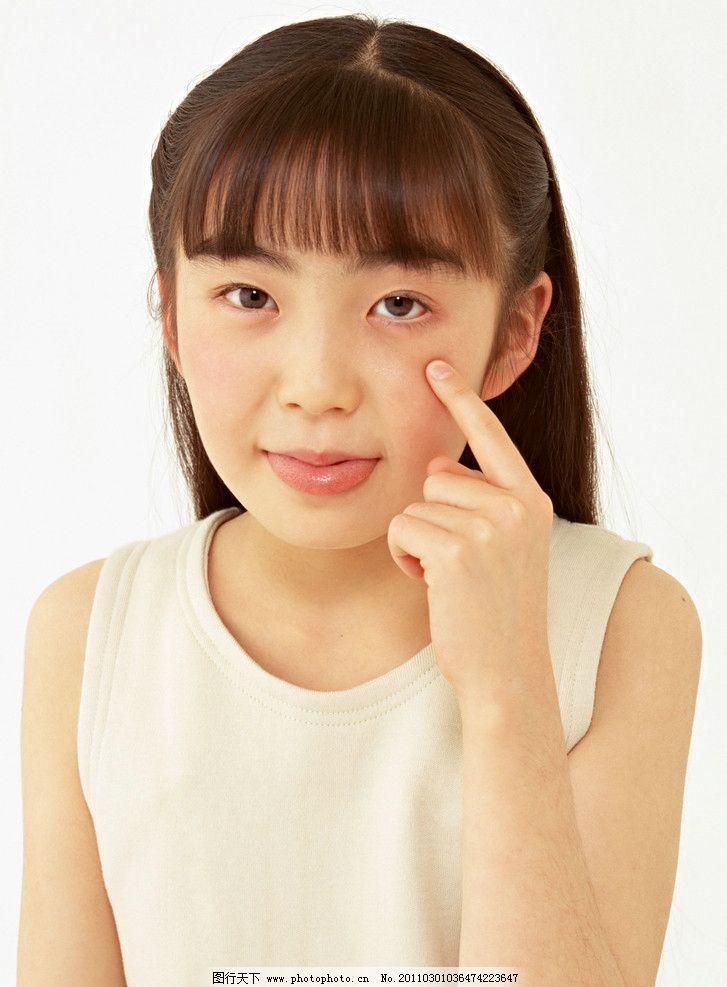 小女孩 小学生 儿童 幼儿 孩子 可爱 儿童动作 孩子动作 儿童表情