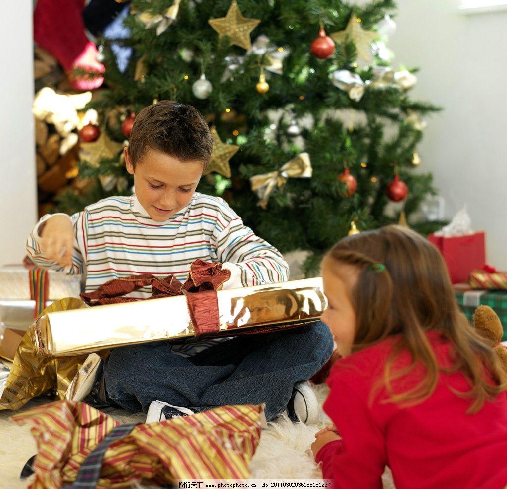 圣诞礼物 圣诞节 国外小男孩 兄妹 姐弟 外国小男孩 玩耍 天真 可爱