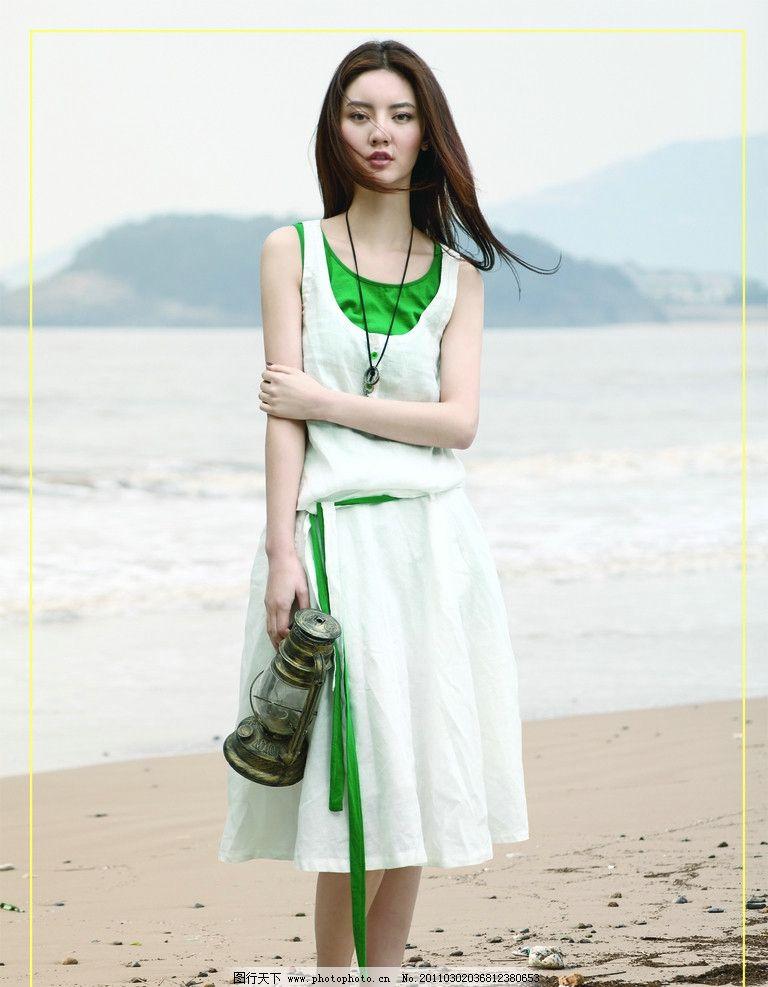 海滩美女 夏季美女 夏装美女 长发美女 长发女人 包 形象 宣传