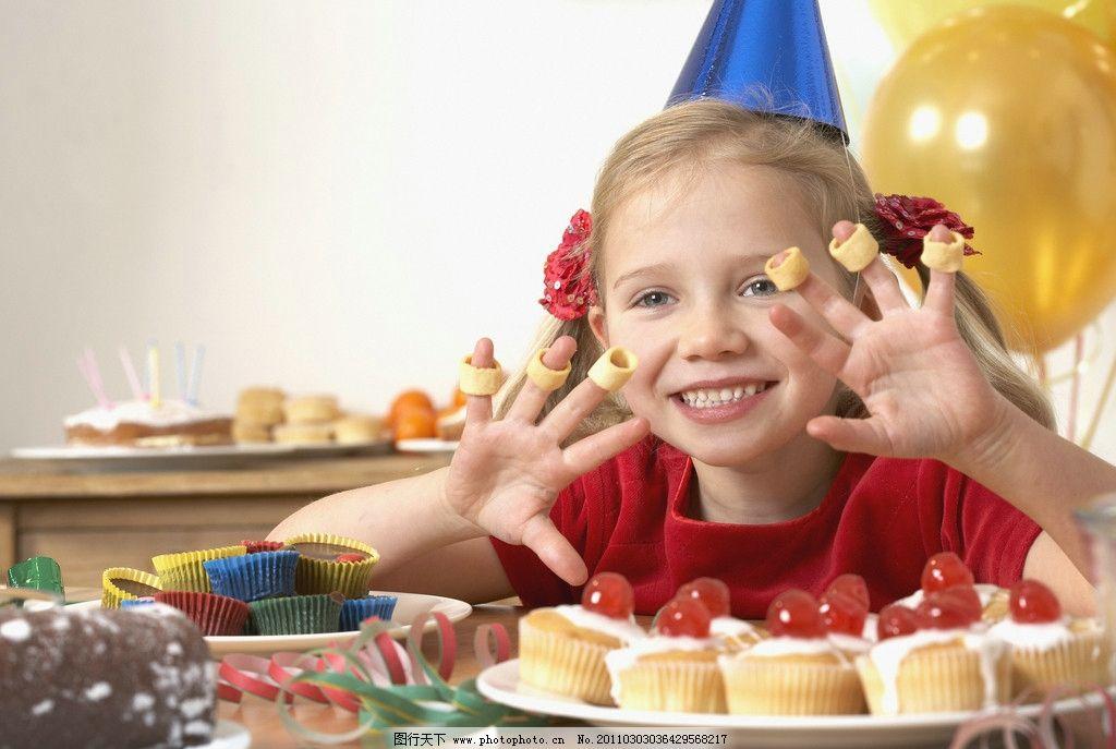 吃营养早点的孩子 早点 蛋糕 糕点 营养早餐 健康饮食 绿色健康 营养