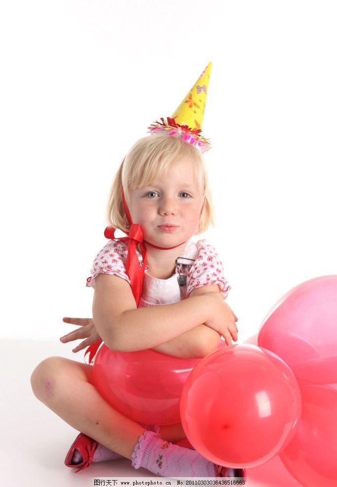 气球 开心的小女孩 小学生 玩耍 微笑 笑容 开心 女孩 国外儿童 外国