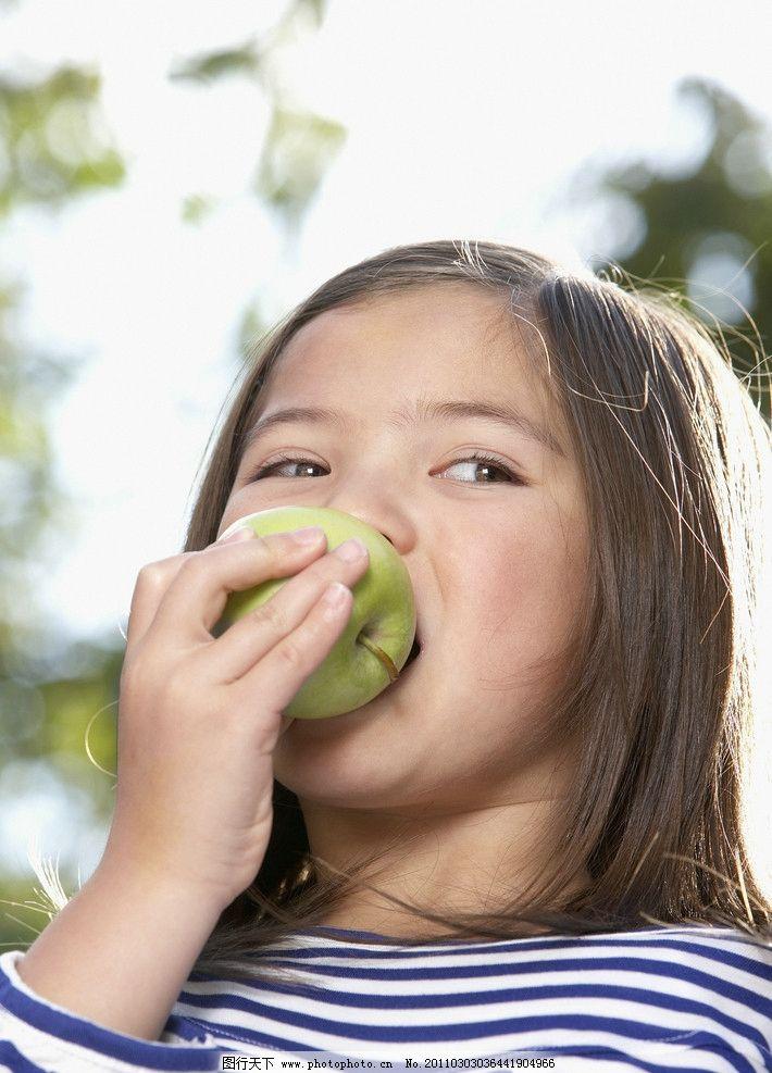 吃苹果的小女孩名片,绿色健康饮食大全a苹果营水果图片qq图片女生图片