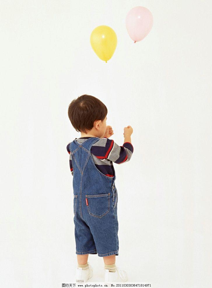 玩气球的小男孩 小帅哥 小男孩 小学生 儿童 幼儿 孩子 可爱 儿童动作