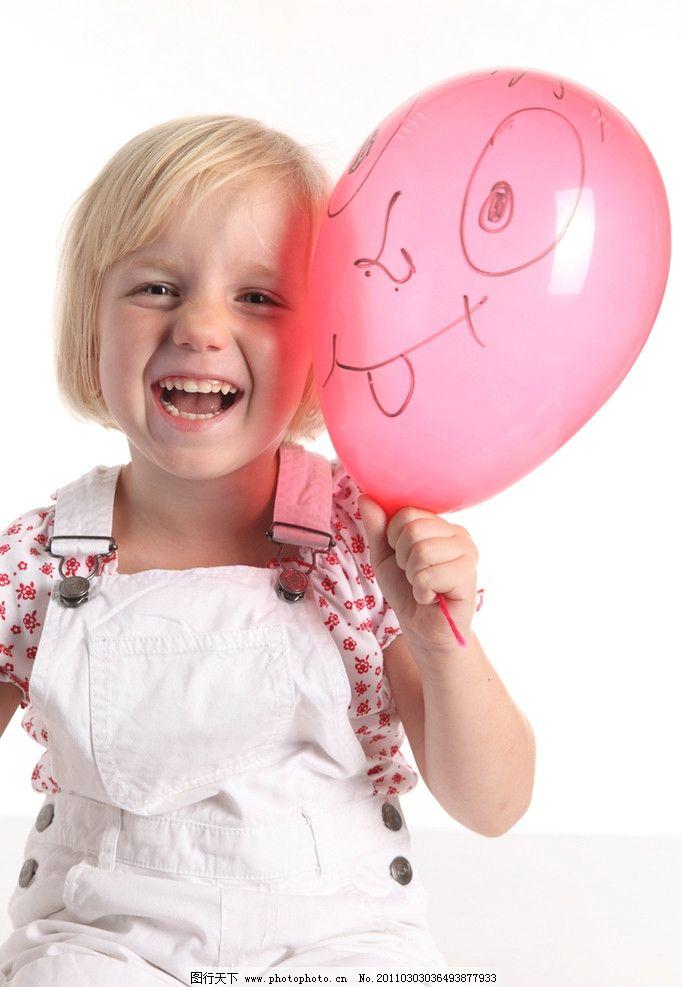 国外小女孩 小女孩 快乐的小女孩 气球 开心的小女孩 小学生 玩耍 微笑 笑容 开心 外国小女孩 女孩 国外儿童 外国小学生 儿童 幼儿 儿童幼儿高清图片 儿童幼儿 人物图库 摄影 300DPI JPG