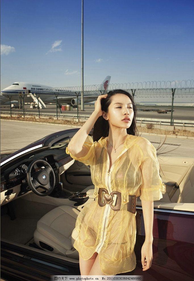 汽车宝贝 美女 性感 轿车 敞篷 宝马 女性女人 人物图库 摄影 240dpi