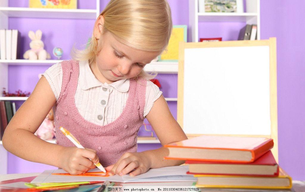 小学生放风筝简笔画 动漫小女孩放风筝画图片