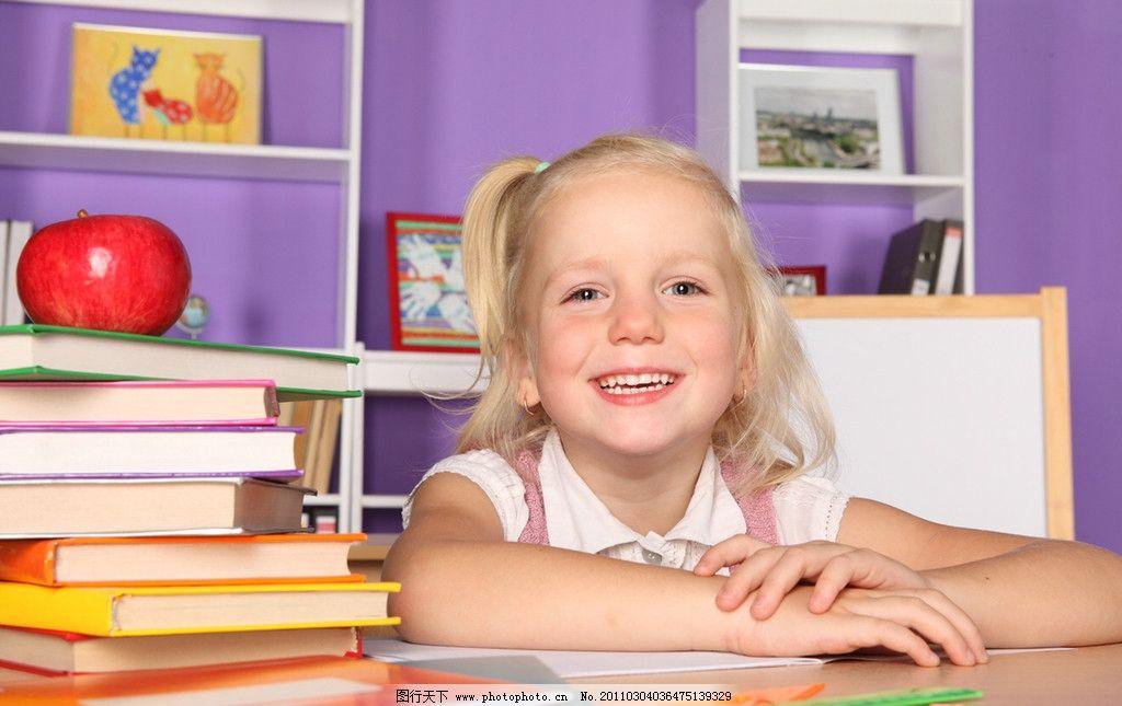开心的小女孩图片,可爱的小女孩 快乐的小女孩 玩耍