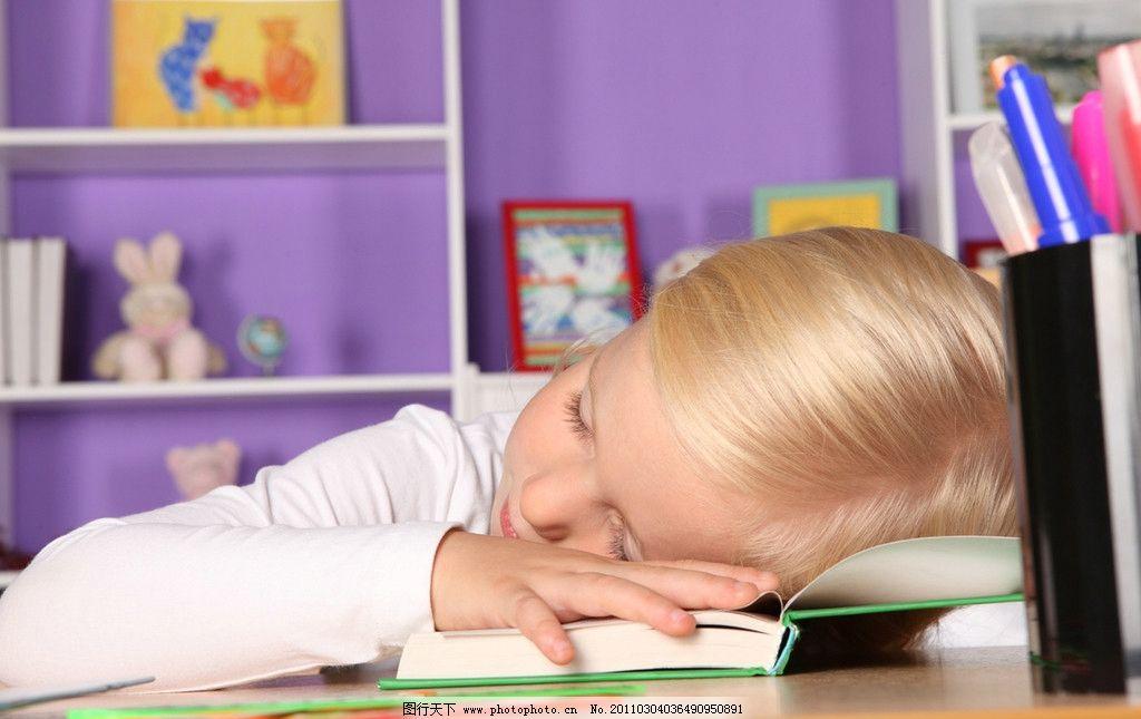 睡觉的小女孩 小女孩 可爱的小女孩 小学生 国外小女孩 外国小女孩