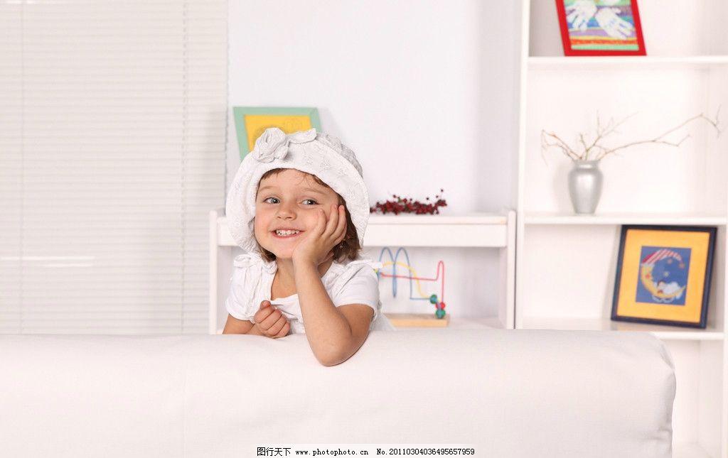 调皮的小女孩 开心的小女孩 快乐的小女孩 小女孩 玩耍 可爱 调皮 国外小女孩 婴儿 宝宝 微笑 笑容 开心 外国小女孩 女孩 国外儿童 儿童 幼儿 儿童幼儿高清图片 儿童幼儿 人物图库 摄影 300DPI JPG