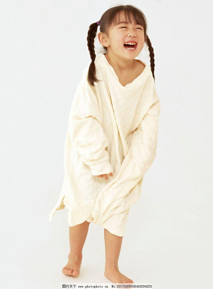 穿着大人衣服的小女孩 快乐 可爱 小美女 小学生 儿童 幼儿 孩子 儿童