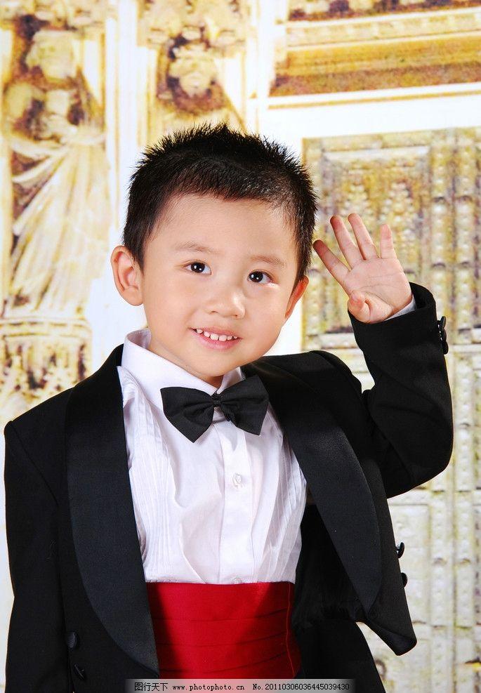 穿洋服的小男孩图片