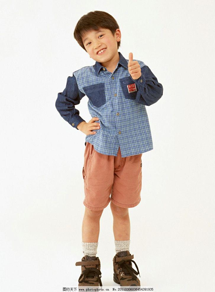 穿着校服的快乐小学生 小美女 儿童 幼儿 孩子 可爱 儿童动作