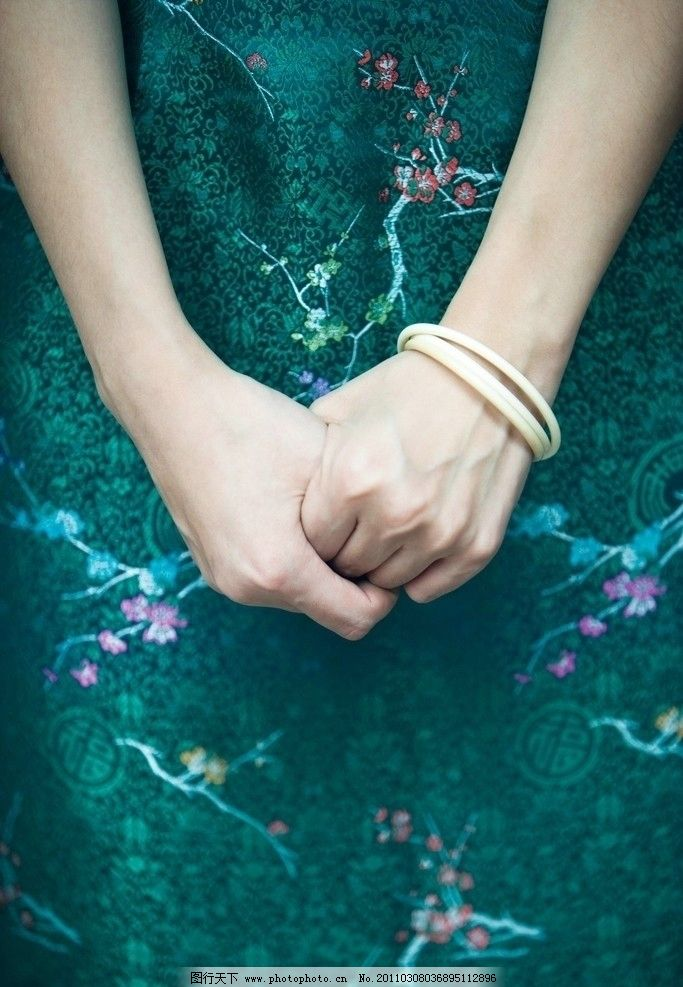 女性 身着/身着旗袍的女性双手图片