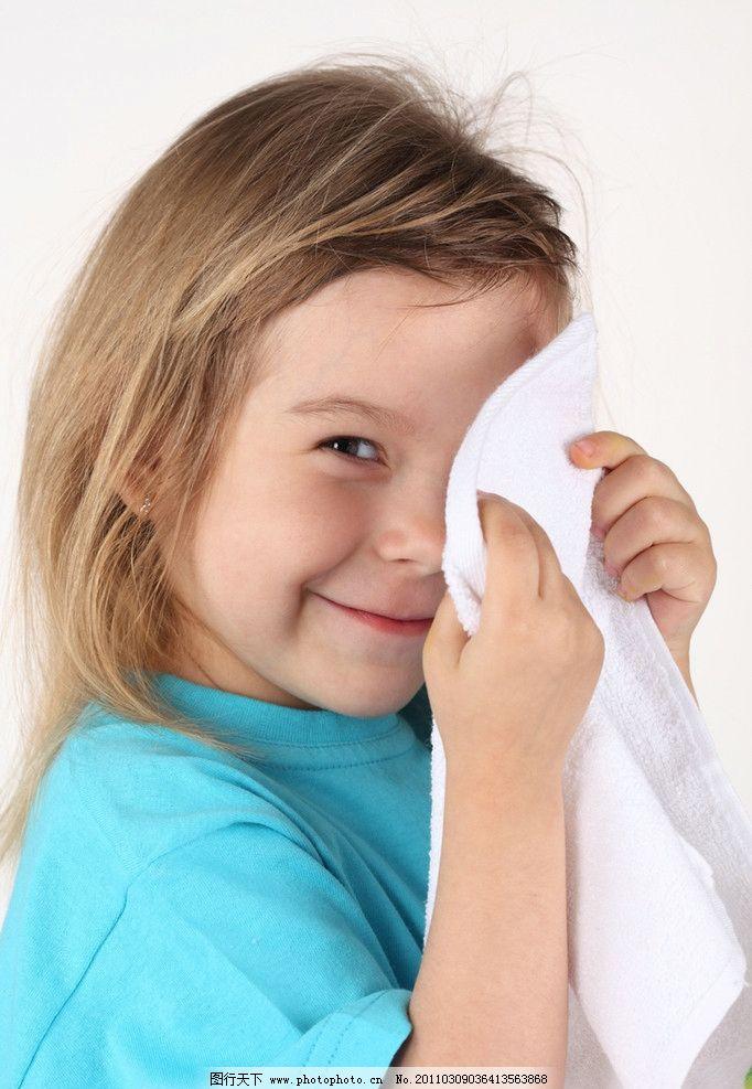 可爱的小女孩 开心的小女孩 小女孩 快乐的小女孩 可爱 调皮 微笑