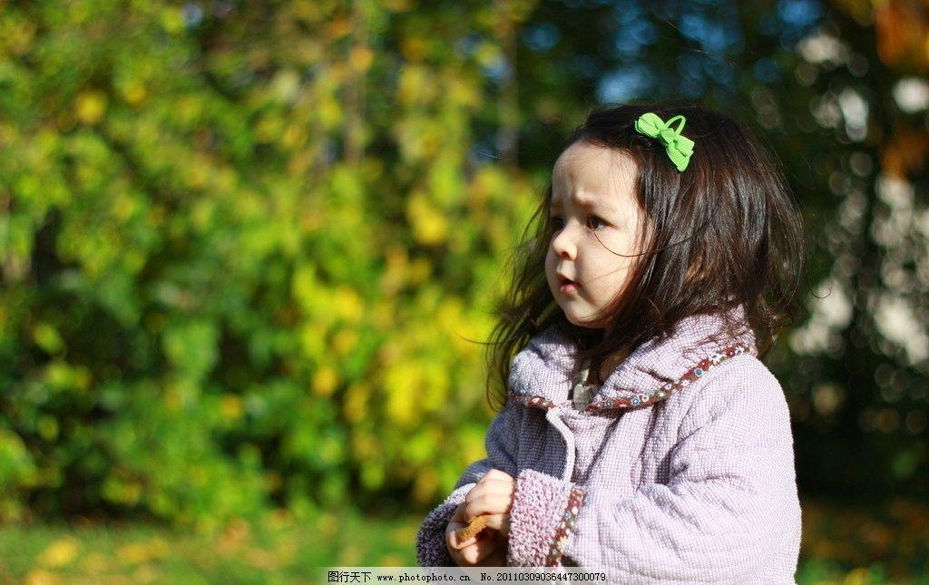 外国 小女孩 小妹妹 女童 儿童 洋小孩 棕色头发 蓝眼高鼻 雪白皮肤