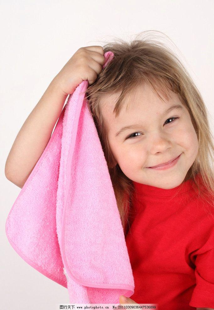 调皮 微笑 笑容 开心 笑脸 洗头 洗澡 可爱的小女孩 国外小女孩 外国
