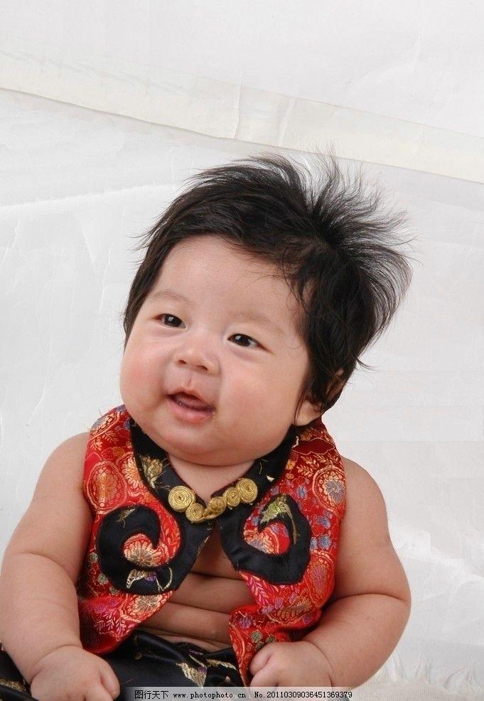 小胖胖 小男孩 幼童 男宝宝 长长头发 胖胖的脸 胖胖的身子 绸缎褂子