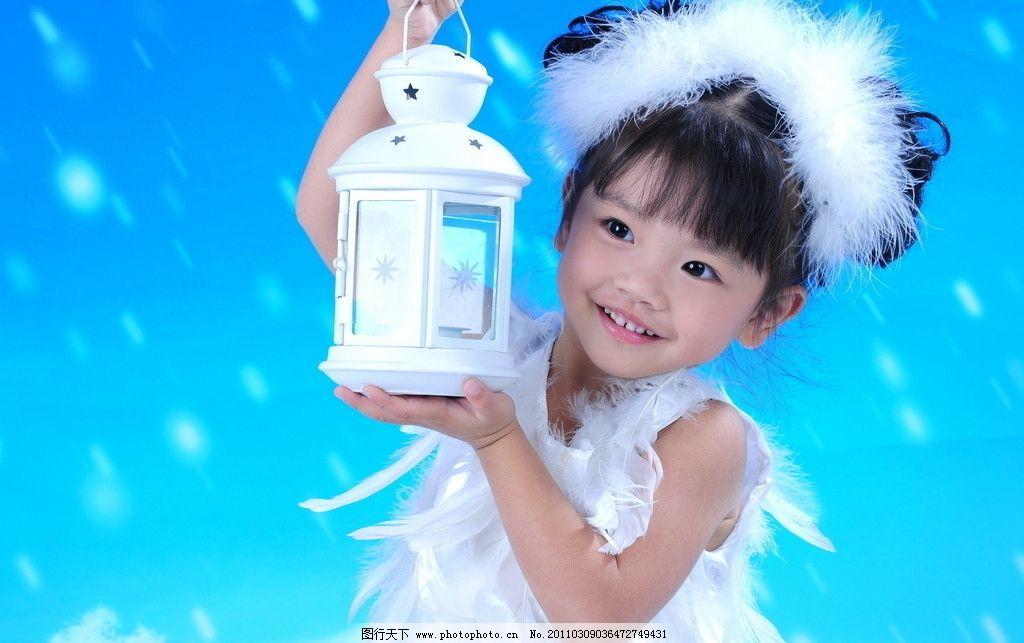 开心 小女孩 小姑娘 女童 儿童 长相甜美 笑容自然 纯真可爱 鹅绒头饰