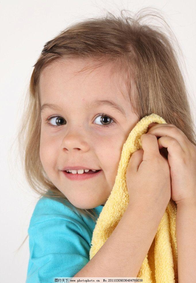 笑容 开心 笑脸 开心的小女孩 洗脸 可爱的小女孩 国外小女孩 外国小